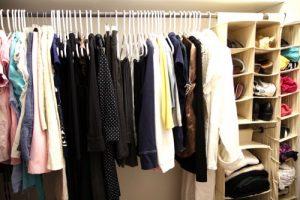 Aprenda a organizar guarda roupa